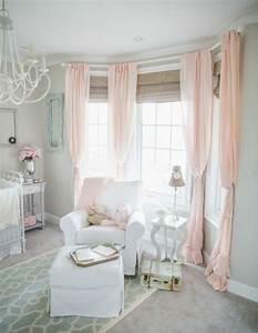 1001 conseils et idees pour une chambre en rose et gris With tapis chambre enfant avec jeté de canapé marron