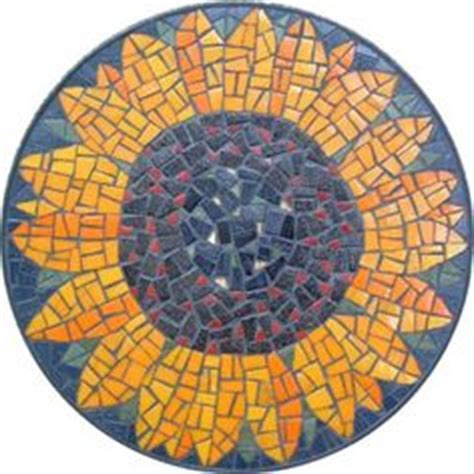 mosaic table top kit iconic representation of a goanna backed by the colour of
