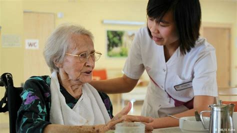 perawat lansia jasa home care perawat visit surabaya