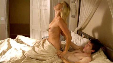 Naked Amy Lindsay In Milf