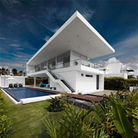 perbedaan desain atap gaya mediterania tropis