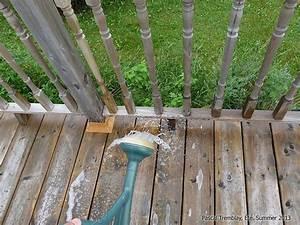 Produit Pour Nettoyer Terrasse En Bois : nettoyer le bois trait d 39 une terrasse nettoyant bois ~ Zukunftsfamilie.com Idées de Décoration