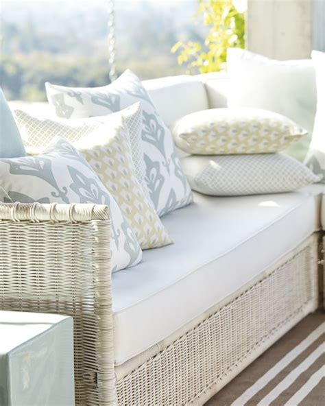 canapé coussins coussins mousse pour canape maison design bahbe com