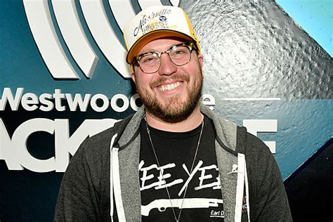 Mitchell Tenpenny Forced To Cancel Dates Due To Back Issues