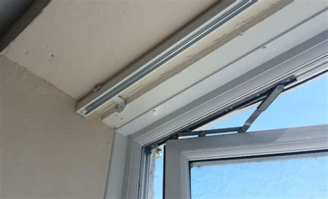 Fitting and Fixing Venetian Blinds Including Fixing Roman