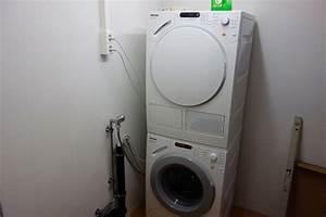 Trockner Und Waschmaschine übereinander : waschmaschine und w schetrockner anschlie en ~ Michelbontemps.com Haus und Dekorationen