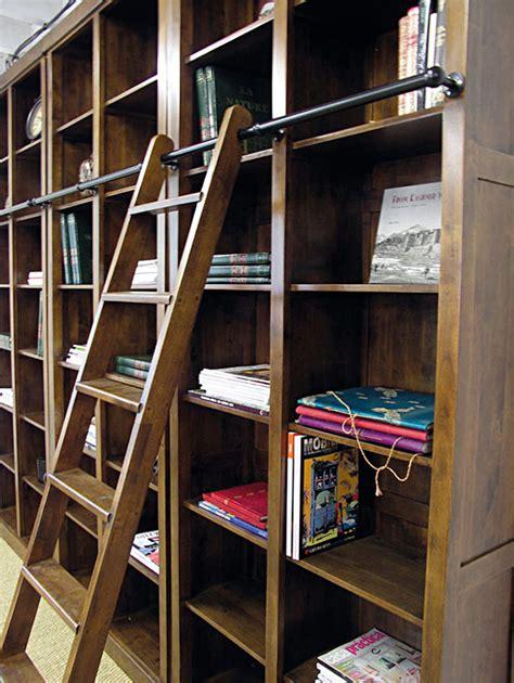 cuisine noir laqué a l 39 esprit classique la bibliothèque avec échelle