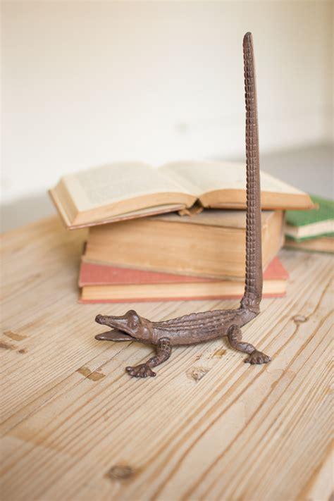 towel holder paper iron cast alligator