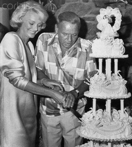 frank barbara sinatra cutting wedding cake   wife