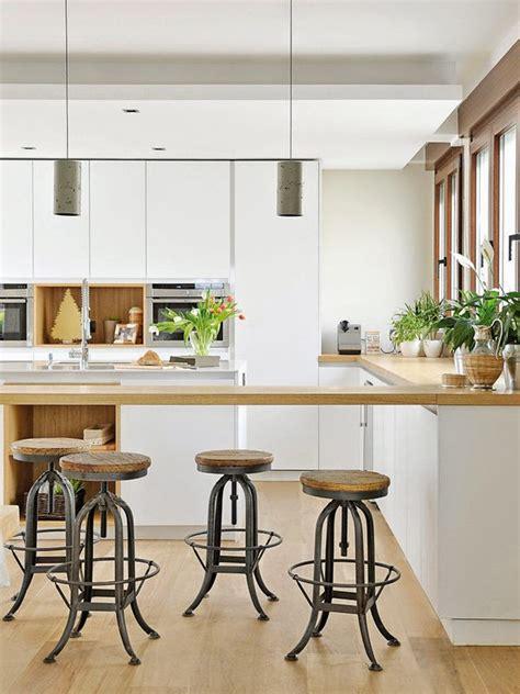 cuisine contemporaine en bois cuisine contemporaine blanc bois tabouret atelier