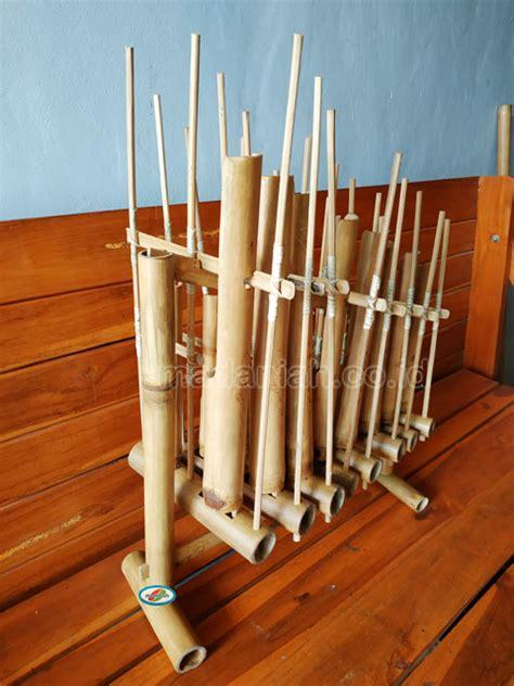 Dalam kesenian ini terdapat sebuah alat musik angklung dogdog lojor karena terdapat kaitannya dengan ritual padi. Distributor Alat Musik Tradisional Angklung Sulawesi Barat • Madaniah™