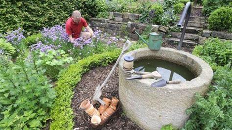 Brunnen Im Garten Vereint Ästhetik Und Wirtschaftlichkeit