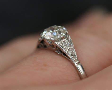 Your Guide To Antique Wedding Rings