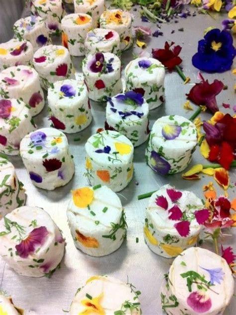 les fleurs comestibles en cuisine les 25 meilleures idées concernant fleurs comestibles sur glaçons en forme de fleurs