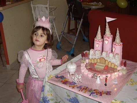 gateau d anniversaire chateau de princesse d anniversaire 8