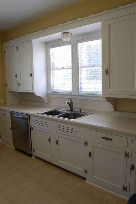 kitchen painted cabinets how to painting kitchen cabinets 2399