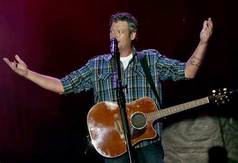 blake shelton guitar the voice salaries how much money are the coaches paid