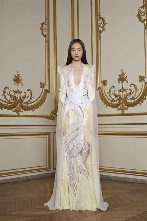 fashionistas daily  givenchy spring  haute
