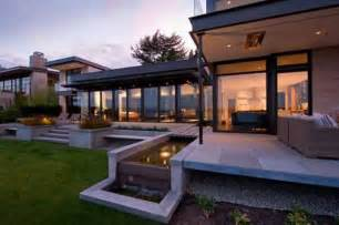 Fresh Modern House Features large modern house design with water features inspired by