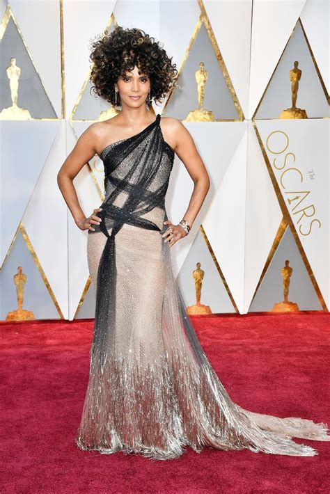 Halle Berry Oscar 2017 Red Carpet Arrival Oscars Red