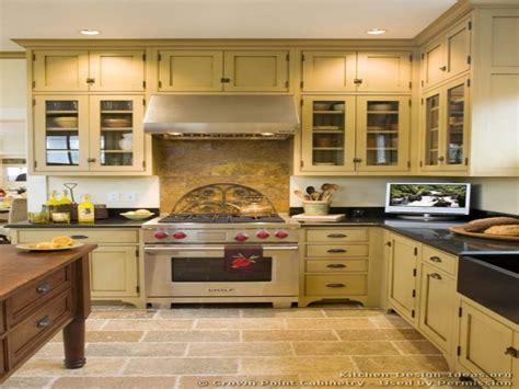 historic kitchen design beige kitchen cabinets kitchen design ideas l 1647
