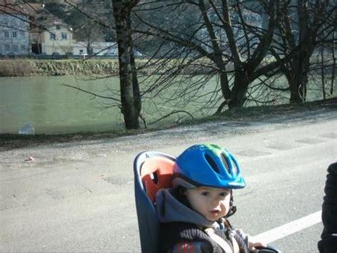 siege bebe route quel age a quel âge bébé sur siège vélo mamans nature forum