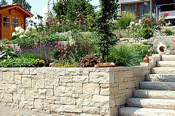 Hang Abstützen Mauer by Eine Trockenmauer Im Garten Stabilisiert Den Hang
