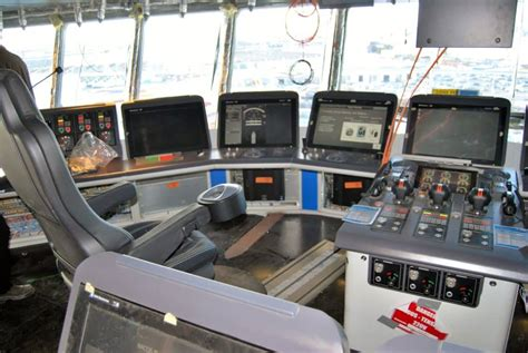 ensemble canape visite chantier du navire de croisière of the seas