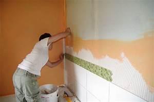 Comment Enlever Du Silicone Sur Du Carrelage : la pose d 39 un carrelage mural les tapes en d tail ~ Premium-room.com Idées de Décoration
