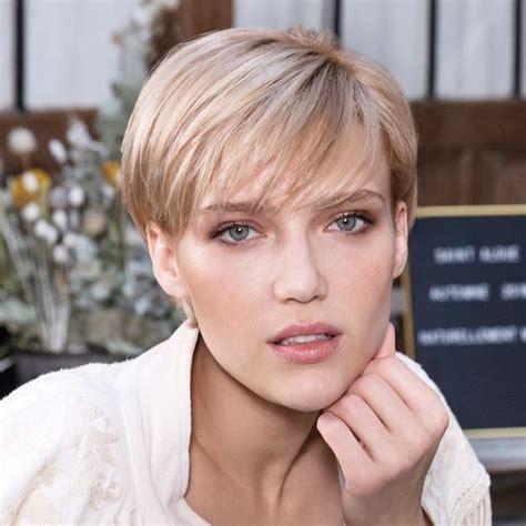coupe de cheveux courte femme  tendance extension