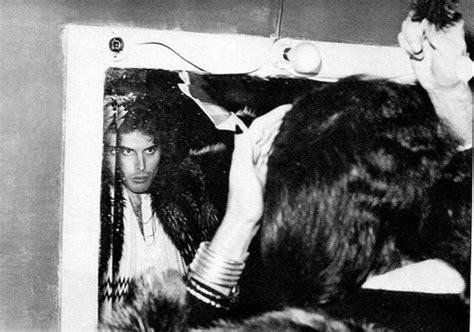 Freddie Mercury Bed by Freddie Mercury Images Freddie Mercury Hd Wallpaper And