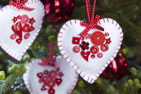 how to make felt heart christmas decorations hobbycraft blog