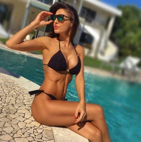 Gossip News Anna Tatangelo Con Un Bikini Da Sballo Dice No Scusa