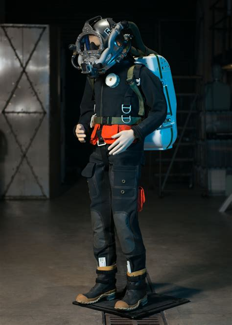navy diving suit  recycles wasted oxygen  helium