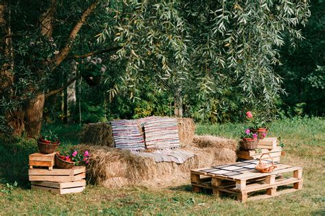 planning  backyard wedding