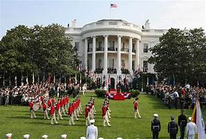 The U.S. Army Old Guard Fife and Drum Corps marches across ...