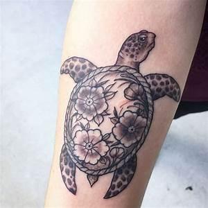 Best 25+ Sea turtle tattoos ideas on Pinterest   Turtle ...