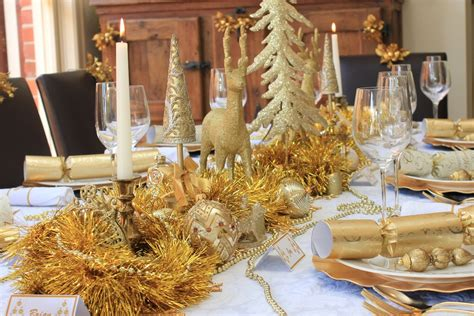 christmas table traditional gold  white design chic