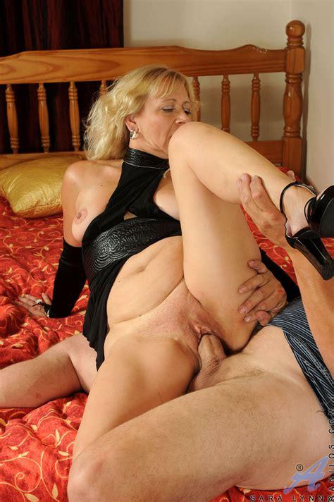 freshest mature women on the net featuring anilos sara lynn hardcore milf