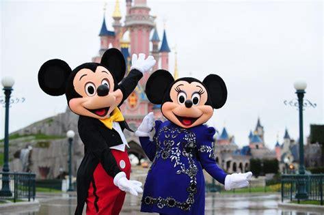 Le Minnie Mickey by Paris Disneyland France World For Travel