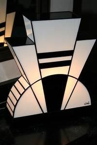Lampe Art Deco : lampe art d co vitrail tiffany black and white luminaires par lumieretvitrail collections ~ Teatrodelosmanantiales.com Idées de Décoration