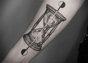 Tattoo Leben Und Tod : sanduhr tattoo mit minimalistischem design be inspired and inked pinterest sanduhr tattoo ~ Frokenaadalensverden.com Haus und Dekorationen