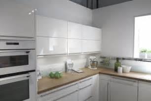 cuisine blanche plan de travail gris cuisine design