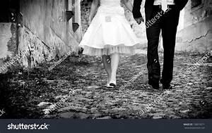 Horizontal Black & White Image Of Bride & Groom Holding ...
