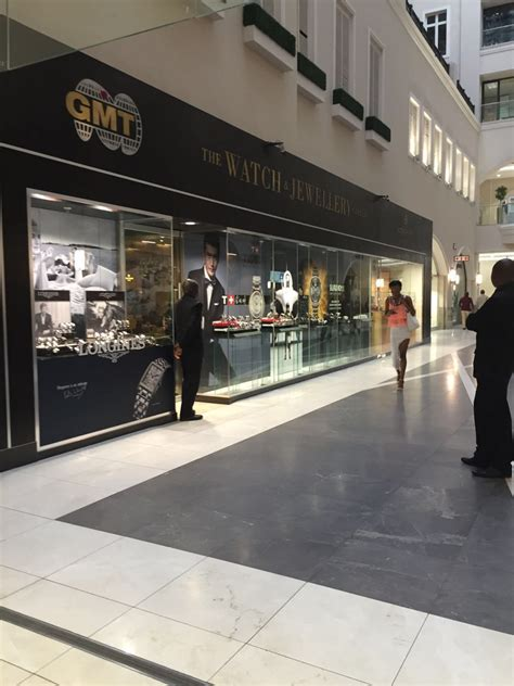 suspects attempt robbery  sandton city jewellery
