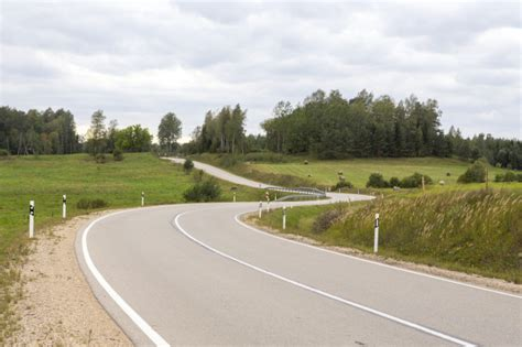 Brīdinājums: Karstā laikā uz nokalpojušajiem asfalta segumiem var rasties izsvīdumi - Latvijā ...