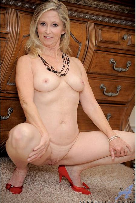 Annabelle Brady - Elegant Cougar 14957