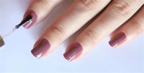 What You Need To Know About Dip Nails Versus A Gel