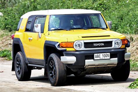 Jeep Vs Fj Cruiser by Jeep Wrangler Unlimited Sport Vs Toyota Fj Cruiser