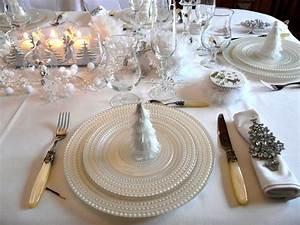 Table De Noel Blanche : p1030704 photo de table noel blanc immacule deco de tables ~ Carolinahurricanesstore.com Idées de Décoration